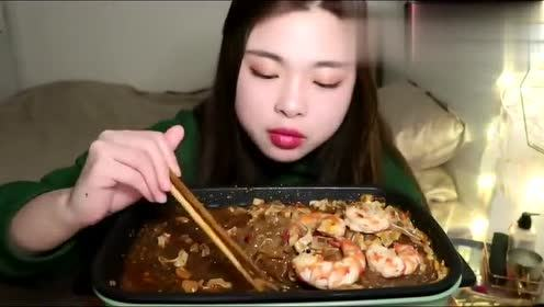 吃火锅的小姐姐颜值又高讲话又好听!一口港台感觉的普通话!好听!