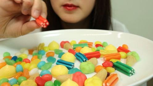 小姐姐吃流行糖果,色彩缤纷充满诱惑,哪种是你的最爱?