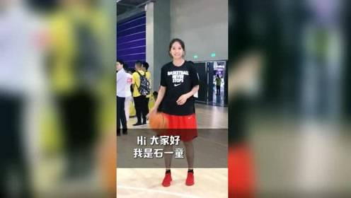 小峰体育:中国女篮最美的女生之一,好看的妹子都来打球了。