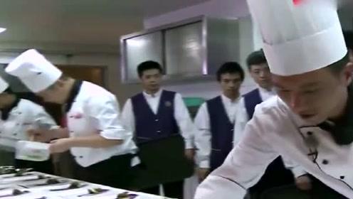 刘一帆实在看不惯大厨们, 自己做道菜, 给点颜色看看!