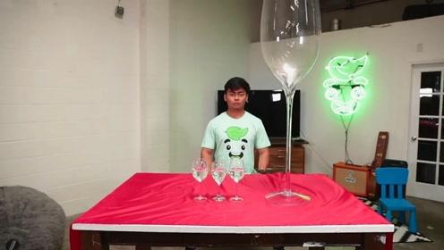 桌布从放有玻璃杯的桌子拉出,杯子却完好的在桌子上,是魔术吧
