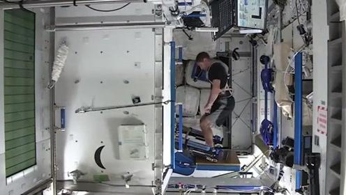 宇航员是健身爱好者,在太空要健身,他怎么做抗阻训练?