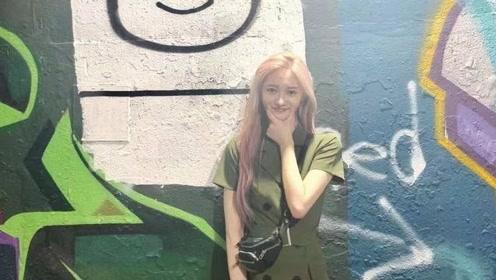 周洁琼高调换新发型,粉色长发搭军绿色连衣裙,又酷又美个性十足