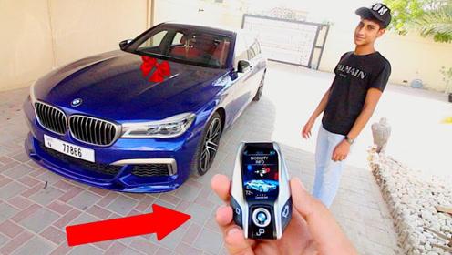 迪拜富二代新买一台宝马7系,按下钥匙后,贫穷限制了想象力!