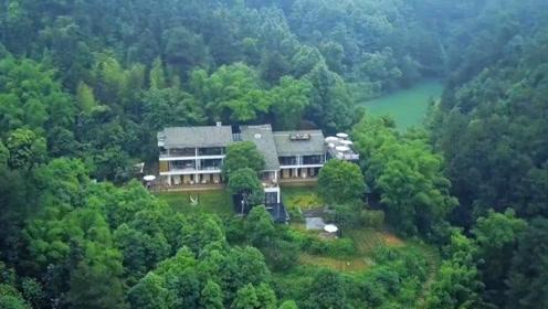 一家4口倾家荡产在深山造别墅,3年零收入,过着如诗的生活!