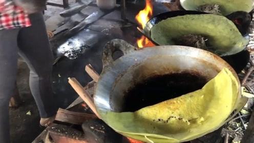 越南西部的美食蛋卷煎饼,5口大锅一起做,1大张只要1块钱