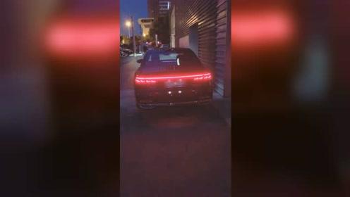 """奥迪为何被称""""买灯送车"""",打开奥迪A8的车灯时,我明白了!"""