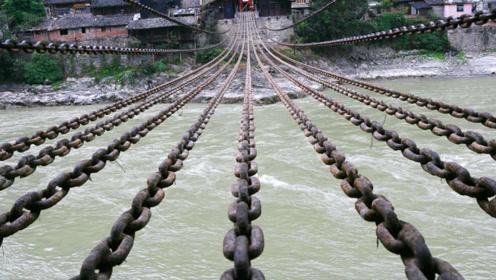 泸定桥铁索有13根铁链,重达40多吨,那古人是如何将它架起来
