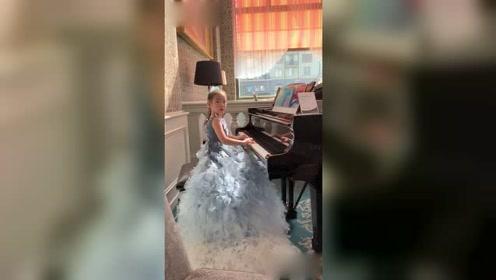 黄奕女儿盛装打扮参加钢琴比赛 精致妆容容貌大变样