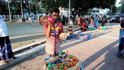 菜市场大妈都不爱要的烂黄瓜,却被小哥做成零食,一份2块钱