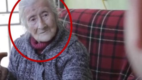 90岁老外一生无儿女,医生检查后懵了:腹中胎儿已65岁!