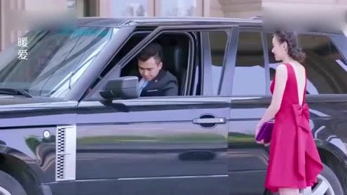 男子要和妻子离婚,没想妻子一身露背红裙出场,男子看着心动了!