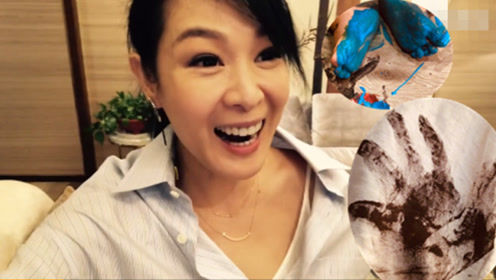 49岁刘若英晒4岁儿子涂鸦 还送她爱的掌纹