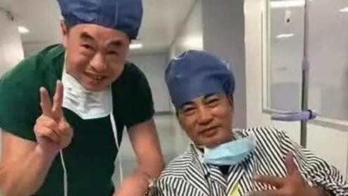 任达华手术后坐轮椅照片曝光 右手包扎严实