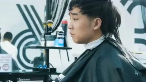 男生发型邋遢换了一个背头发型,瞬间帅气十足