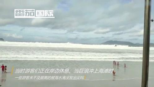 巴西巨浪突袭岸边游客 一片狼藉