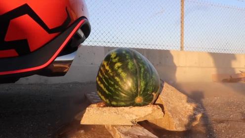 跑车排气管的声浪有多强?老外亲自测试,看这西瓜的下场就知道了