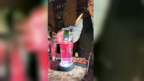 饮品师教你一款可以兑着喝的一款饮品