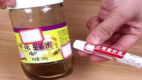 红霉素软膏加蜂蜜搅拌在一起,爱美女性都喜欢
