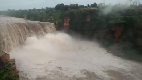 印度暴雨成灾似洪灾 近百万人被疏散
