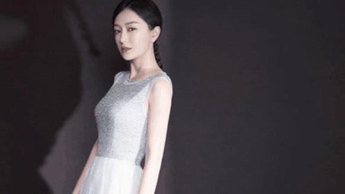"""秦岚这件裙子叫不出颜色,却因形似""""烧杯""""而走红"""