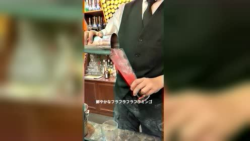 饮品师12秒制作一杯红苹果味道的饮品