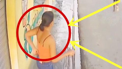 印度女子家门口扫地,监控拍下无耻一幕,丈夫查看监控果断报警!