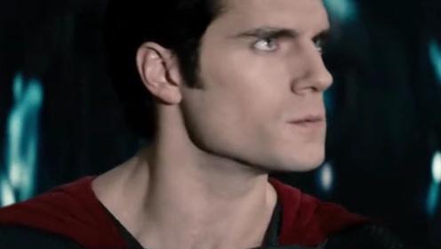 超人被带去见氪星将军,超人却因为不适应氪星大气,倒地吐血!