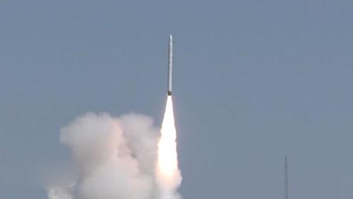 """""""一箭三星""""!中国航天首型商业运载火箭发射成功"""