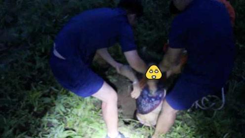 老人不慎落入沼气井被困,消防人员紧急救援