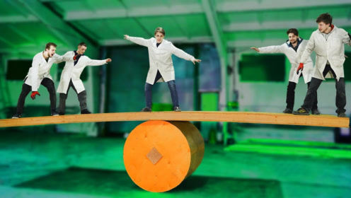 """外国小伙挑战""""巨型平衡木"""",踩上去之后,才是噩梦的开始!"""