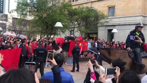 燃爆!爱国人士澳大利亚珀斯集会 齐声高呼:爱中国!爱香港!