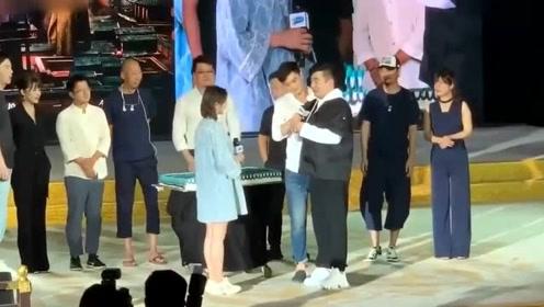 蹦床公主何雯娜被求婚 男友是《长安十二时辰》总制片人