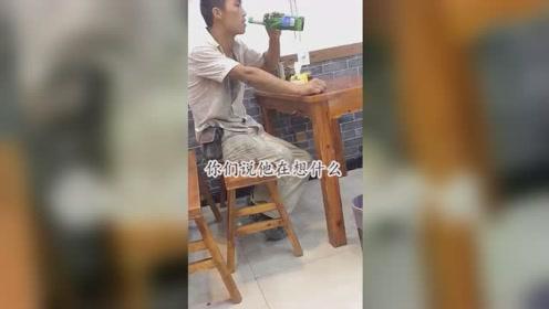 他在这坐好久了,但是只点了一瓶啤酒,这是一个有故事的男人吗?