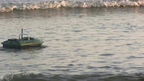 渔小将C18型迷彩皮肤打窝船最新下水试航能力评测