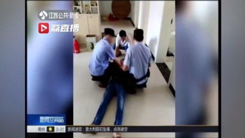 """男子煤气中毒昏迷、呼吸停止 民警教科书式救援""""起死回生"""""""