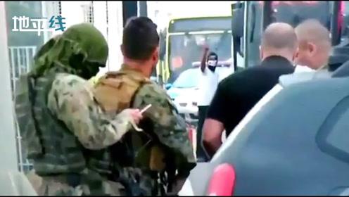 击毙瞬间! 巴西一持枪男子劫持大巴 与警方激烈对峙后中枪倒地