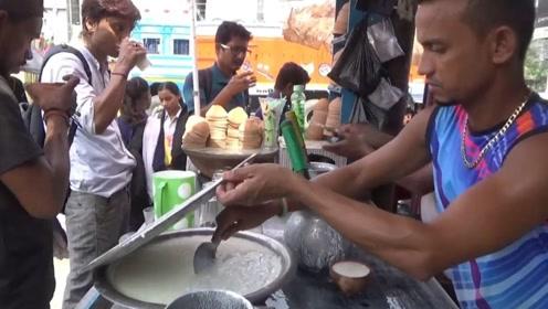 印度传统老酸奶摊,卫生条件不如国内黑作坊,顾客却络绎不绝