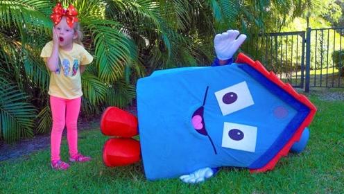 小萝莉把垃圾集中在一起,竟然变出一个玩具屋,还会跑呢!