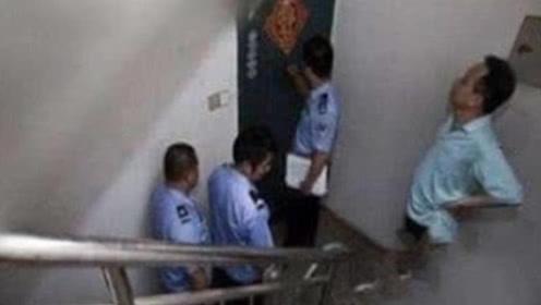 楼上邻居每天冲马桶几十次,男子感觉不对劲,警察赶来立马拔枪