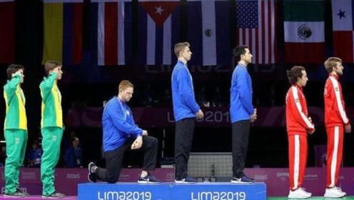 美国运动员领奖台下跪,公开指出美国种种缺陷,坚称自己不后悔