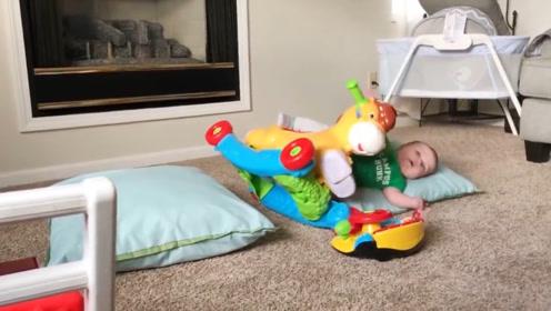 看那些重心不稳的宝宝是怎么摔倒了,你绝对想不到,太逗了!
