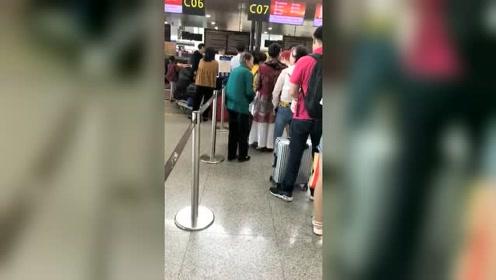 机场卖茶叶蛋的老人,买完感觉被套路了