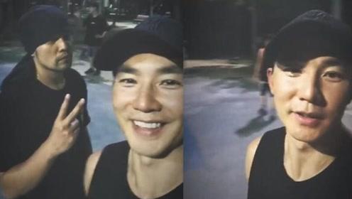 刘畊宏凌晨打球自称年轻人 周杰伦戴头巾对镜比耶