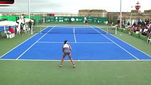 日本美女打网球,嫌天气太热把安全裤扔了,没想到采访时一脸尴尬