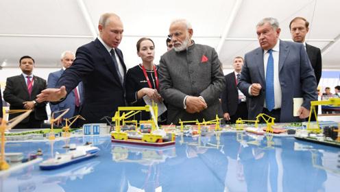 普京带莫迪乘快艇参观俄罗斯造船厂 印总理连发文点赞普京