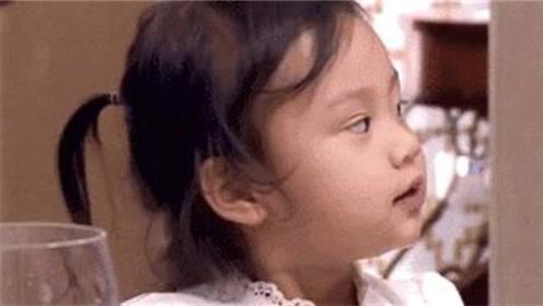 贾乃亮用甜馨奶瓶喂宠物猪,不料被甜馨撞见,甜馨的反应直戳笑点