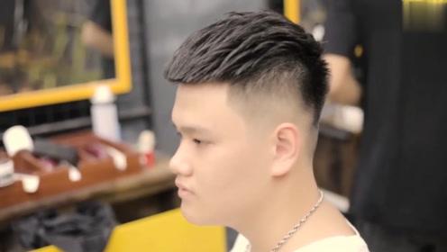 """不看脸型和颜值,男生留一款""""瓜子头""""发型,谁剪谁帅气"""