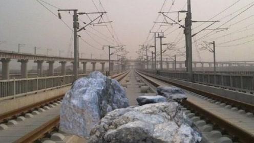 高铁速度那么快,前方出现大石头怎么办?看完为中国高铁点赞