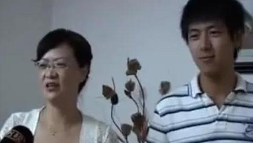 李现跟亲妈同框,看到妈妈颜值后,网友纷纷直言媳妇不敢当!